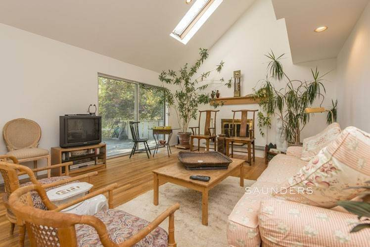 4. Single Family Homes for Sale at Country Cottage 50 Landfall Road, East Hampton, East Hampton Town, NY 11937