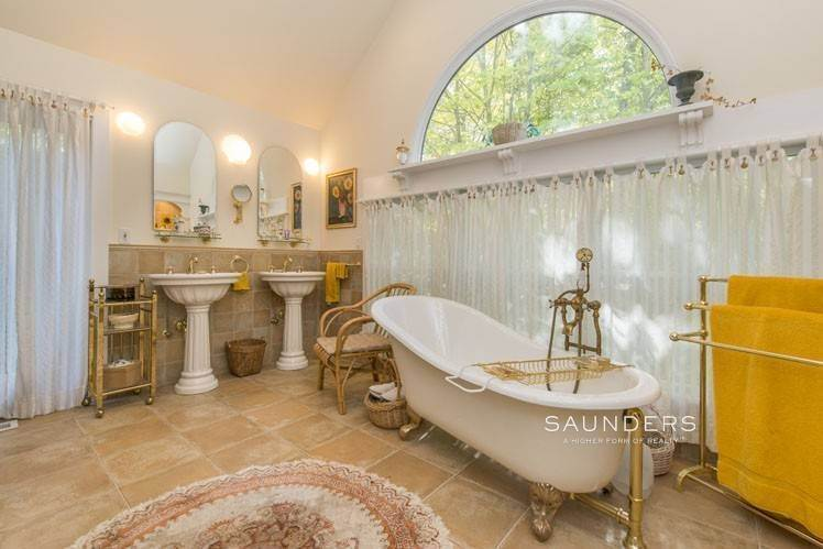 19. Single Family Homes for Sale at Country Cottage 50 Landfall Road, East Hampton, East Hampton Town, NY 11937