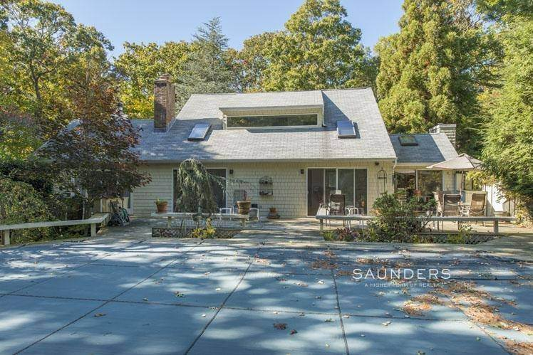 23. Single Family Homes for Sale at Country Cottage 50 Landfall Road, East Hampton, East Hampton Town, NY 11937