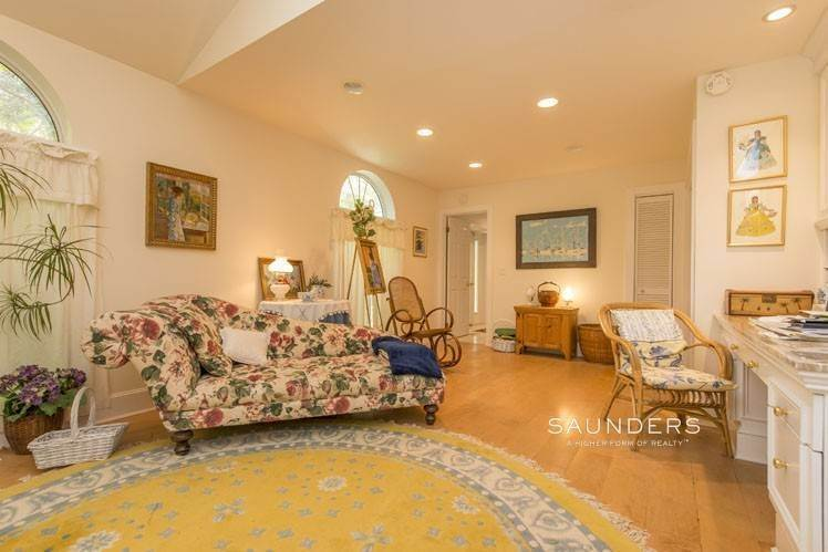 17. Single Family Homes for Sale at Country Cottage 50 Landfall Road, East Hampton, East Hampton Town, NY 11937