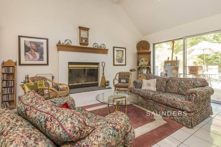 13. Single Family Homes for Sale at Country Cottage 50 Landfall Road, East Hampton, East Hampton Town, NY 11937