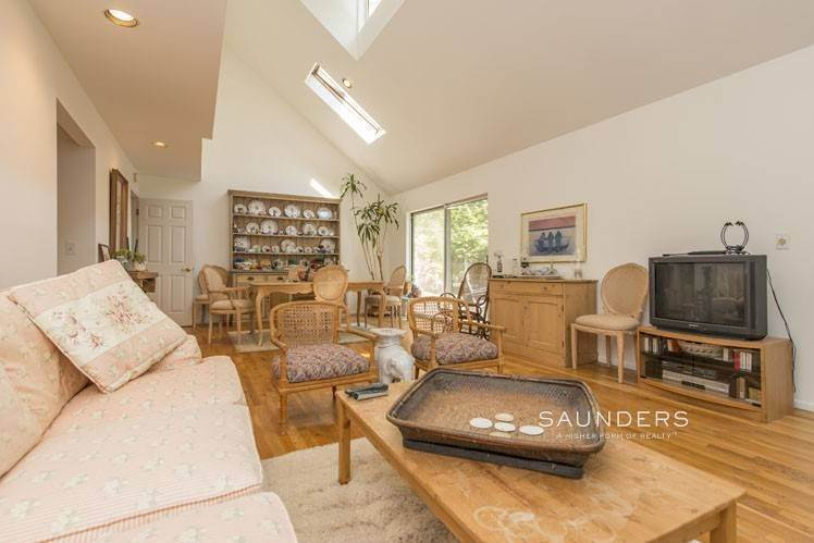 6. Single Family Homes for Sale at Country Cottage 50 Landfall Road, East Hampton, East Hampton Town, NY 11937