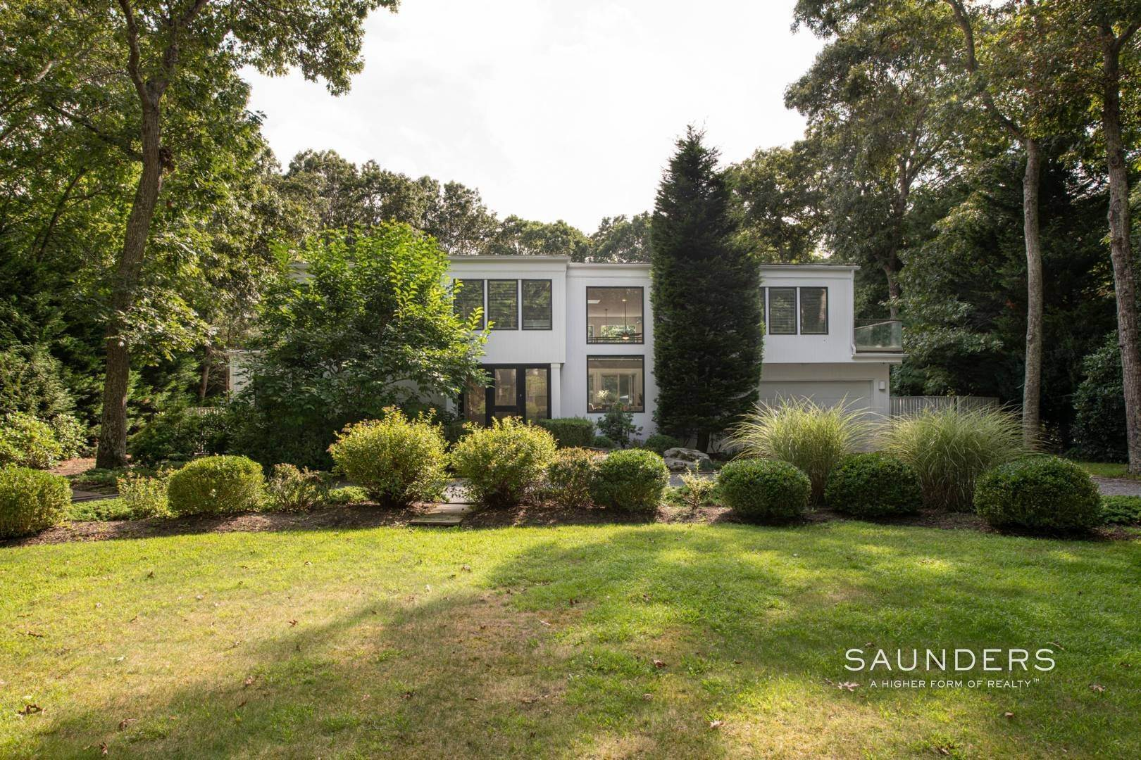 Single Family Homes for Sale at Modern Retreat Close To East Hampton Village & Ocean Beaches 15 Anvil Court, East Hampton, East Hampton Town, NY 11937