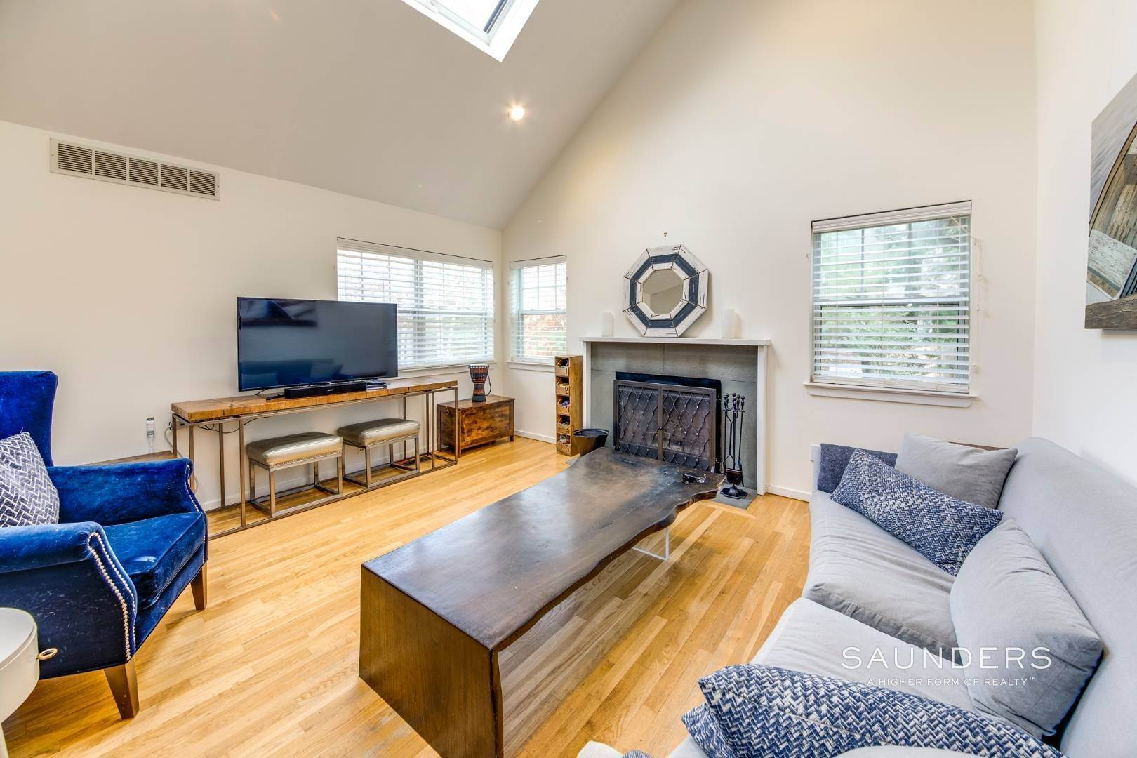 12. Single Family Homes for Sale at Updated Village Fringe Charmer 52 Barnes Avenue, East Hampton, East Hampton Town, NY 11937