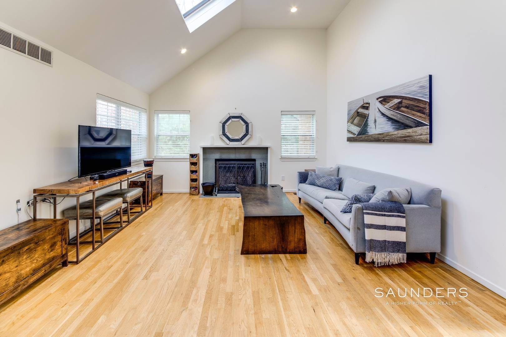 14. Single Family Homes for Sale at Updated Village Fringe Charmer 52 Barnes Avenue, East Hampton, East Hampton Town, NY 11937