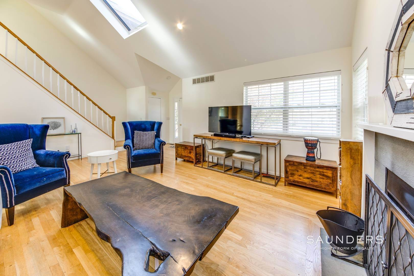 15. Single Family Homes for Sale at Updated Village Fringe Charmer 52 Barnes Avenue, East Hampton, East Hampton Town, NY 11937