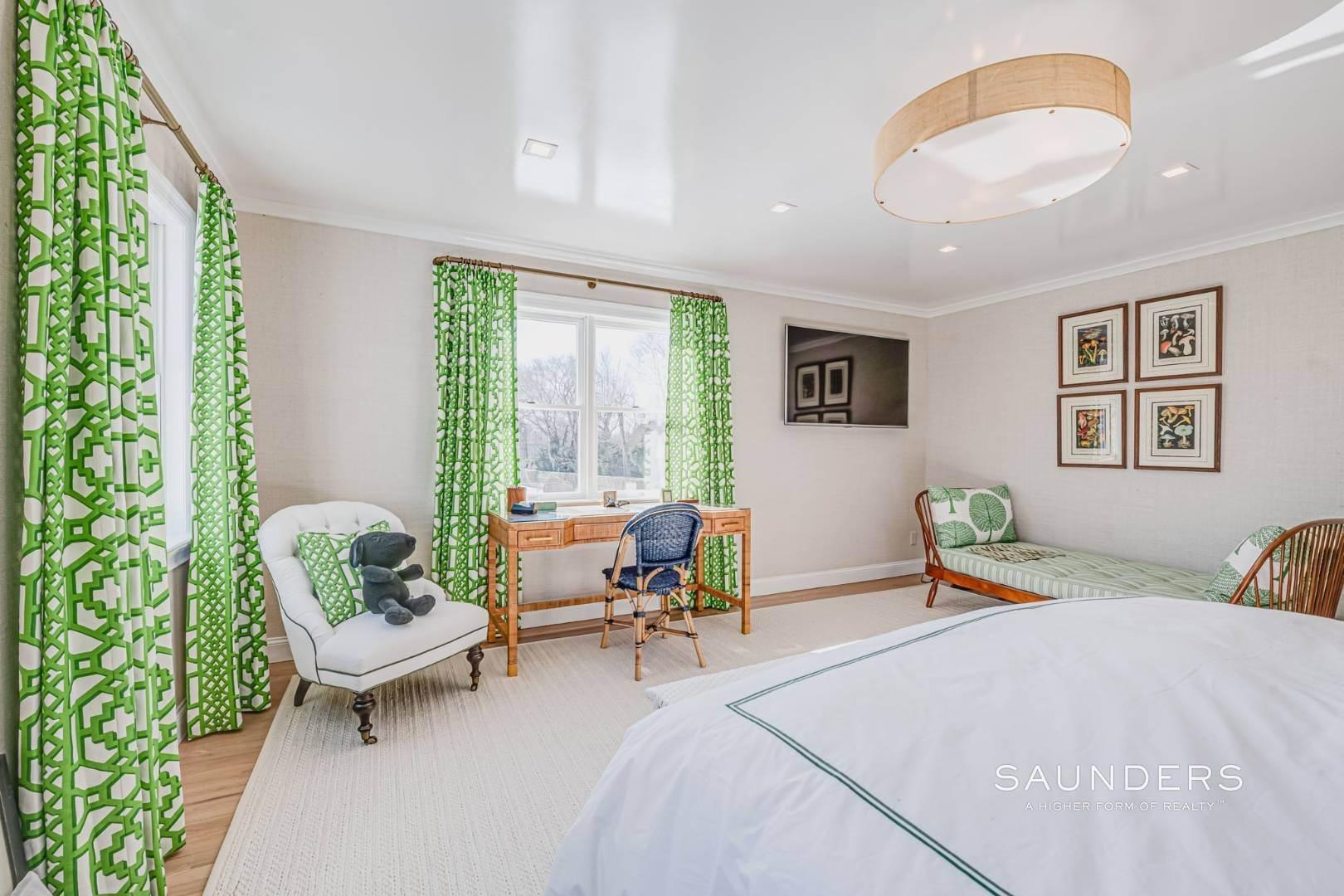 17. Single Family Homes at Completely Renovated In Bridgehampton With Pool And Tennis 46 Norris Lane, Bridgehampton, Southampton Town, NY 11932