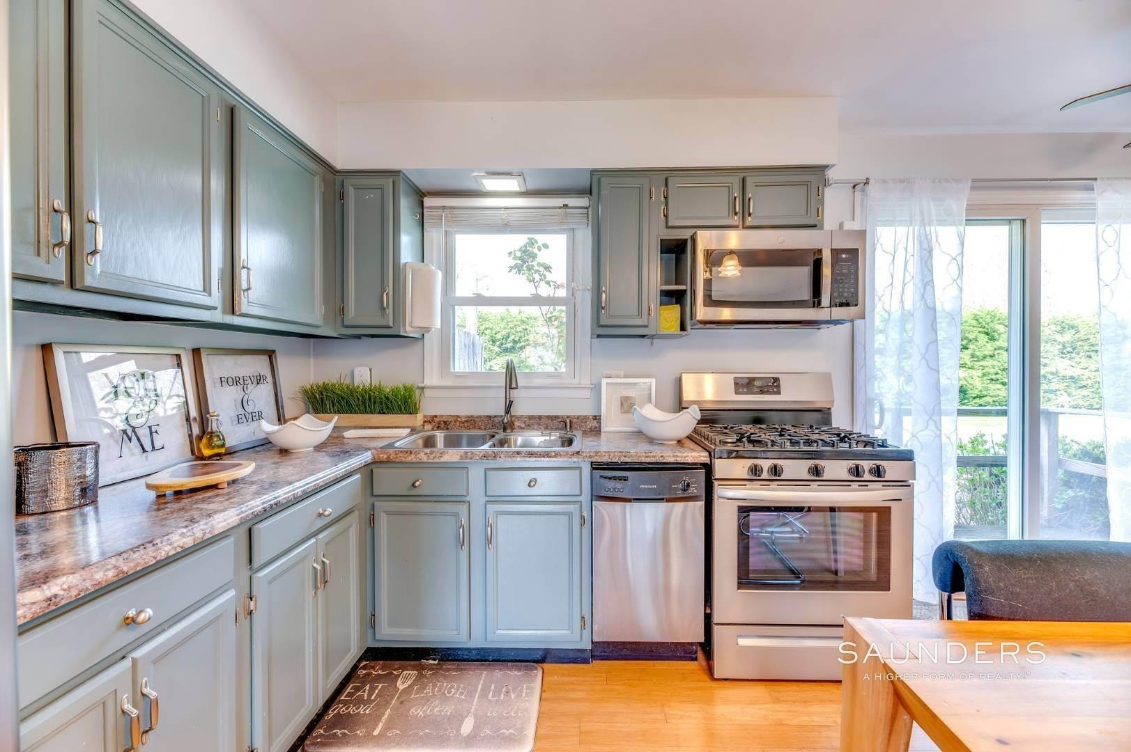 9. Single Family Homes at Sag Harbor Village Getaway Sag Harbor, Southampton Town, NY 11963