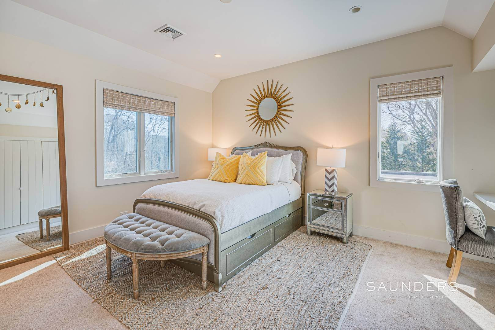 15. Single Family Homes for Sale at Serenity East Awaits 325 Tuckahoe Road, Southampton, Southampton Town, NY 11968