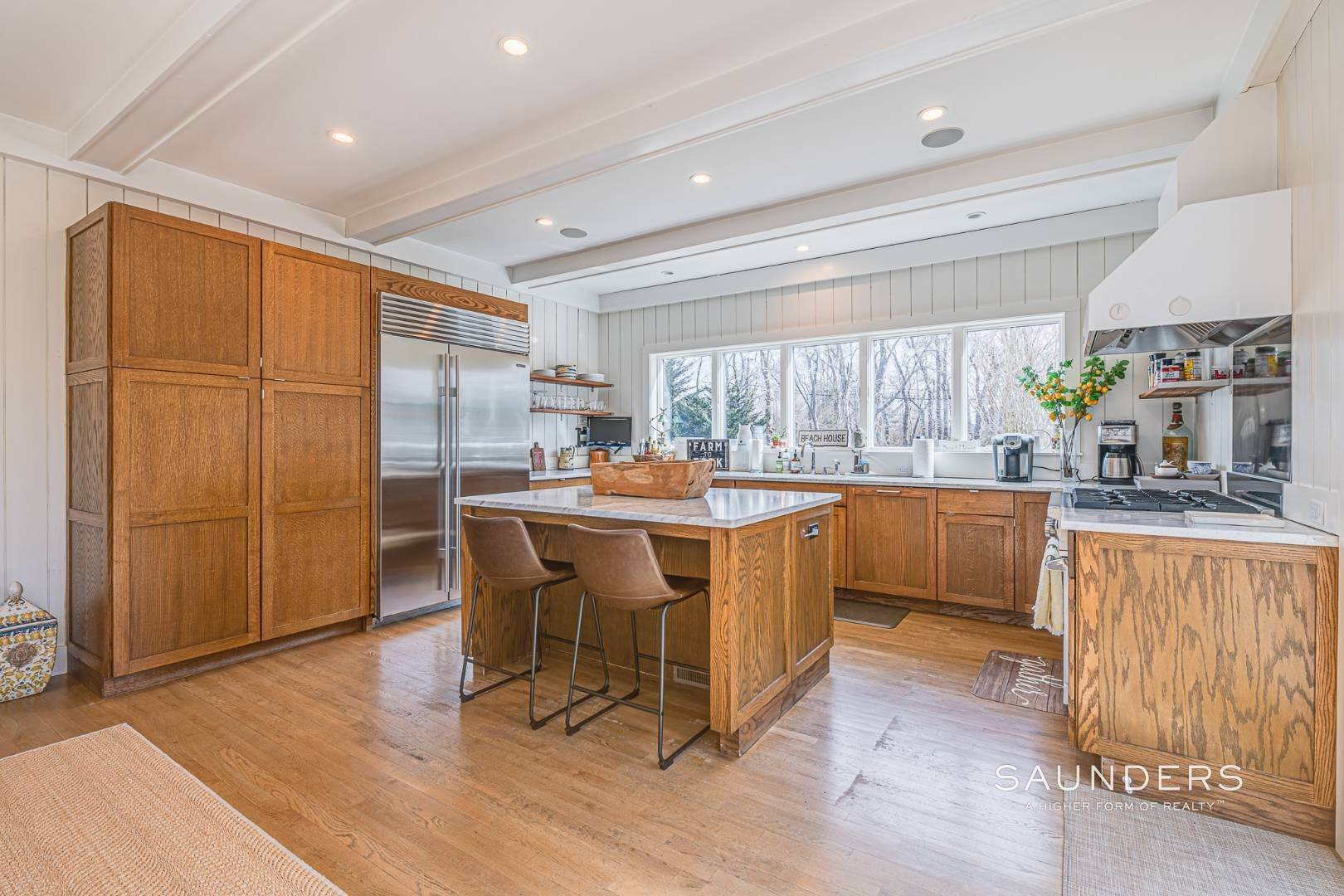 6. Single Family Homes for Sale at Serenity East Awaits 325 Tuckahoe Road, Southampton, Southampton Town, NY 11968