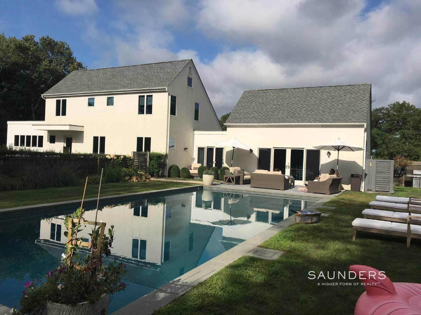 32. Single Family Homes for Sale at Serenity East Awaits 325 Tuckahoe Road, Southampton, Southampton Town, NY 11968