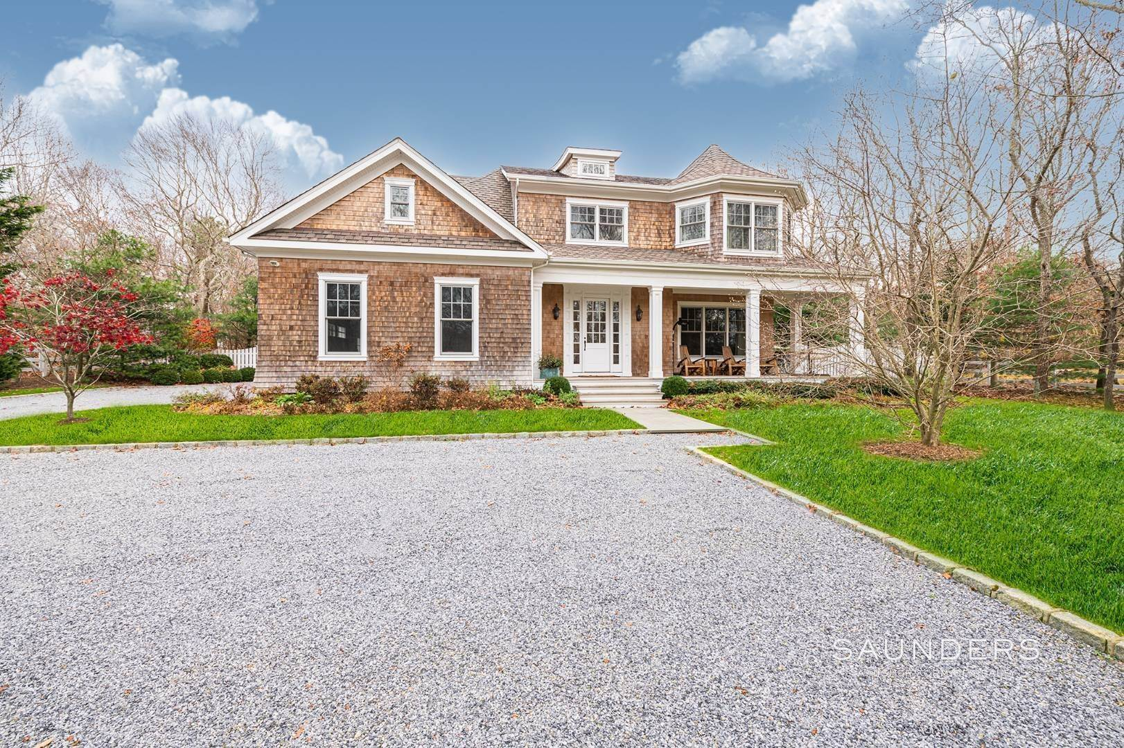 Single Family Homes at Southampton Farrell Built Traditional 110 Straight Path, Southampton, Southampton Town, NY 11968