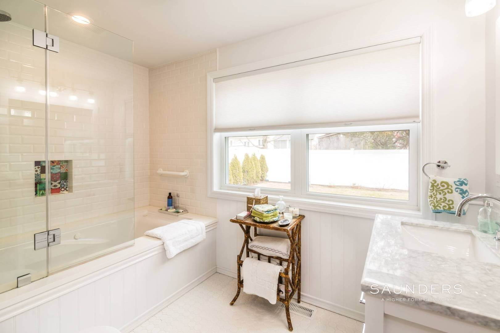 11. Single Family Homes for Sale at Chic Designer Cottage, Heated Pool, Near Bay, East Of Canal 9 Elizabeth Avenue, Hampton Bays, Southampton Town, NY 11946
