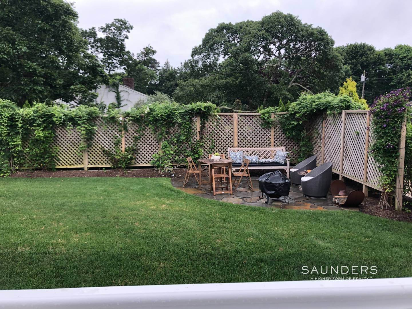 18. Single Family Homes for Sale at Chic Designer Cottage, Heated Pool, Near Bay, East Of Canal 9 Elizabeth Avenue, Hampton Bays, Southampton Town, NY 11946