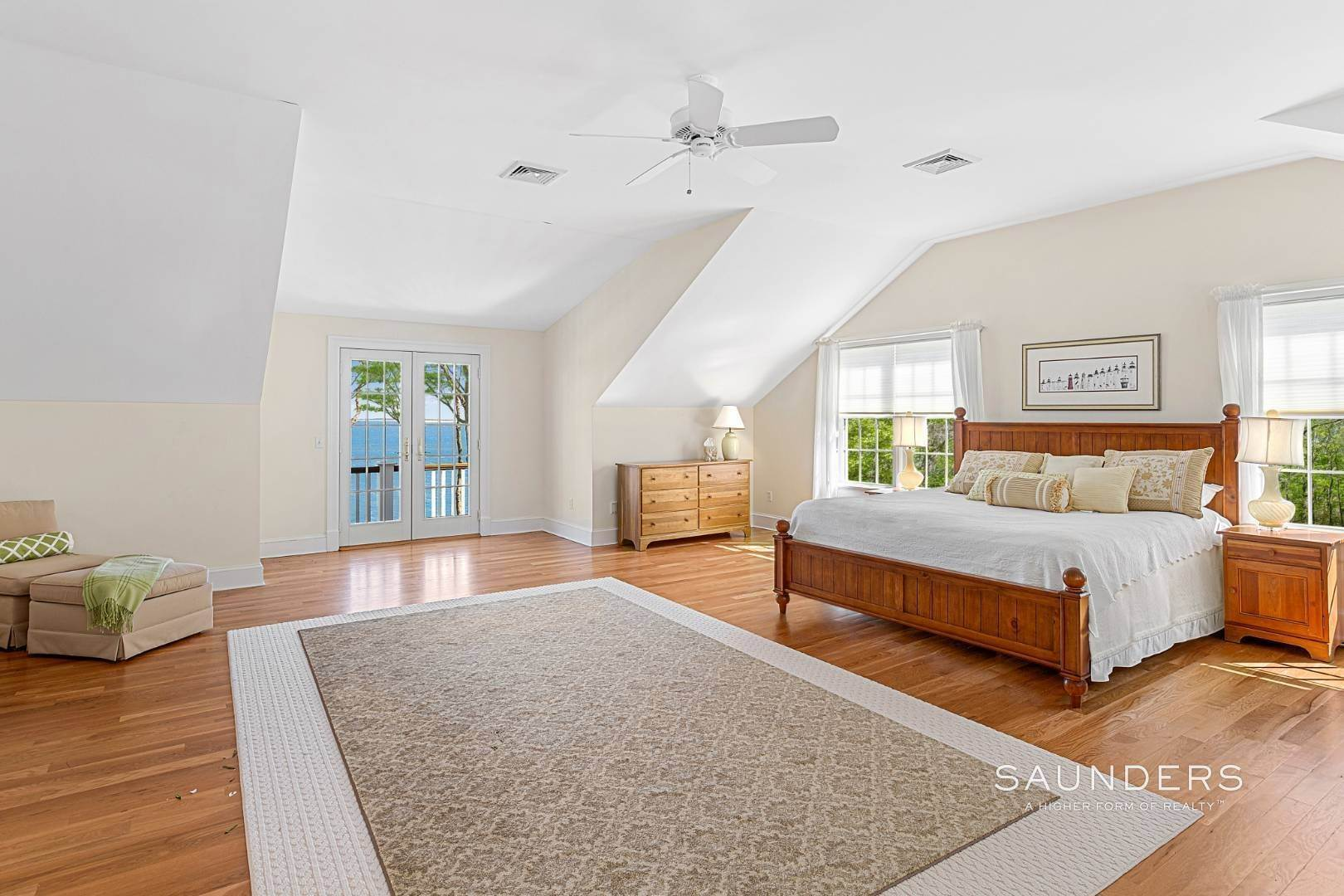19. Single Family Homes for Sale at Shelter Island Gardiners Bay Beach House With Pool 72 Gardiners Bay Drive, Shelter Island Heights, Shelter Island, NY 11964