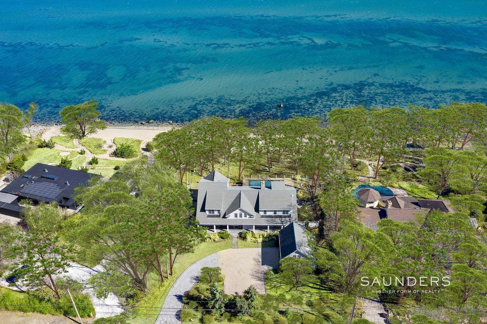 22. Single Family Homes for Sale at Shelter Island Gardiners Bay Beach House With Pool 72 Gardiners Bay Drive, Shelter Island Heights, Shelter Island, NY 11964