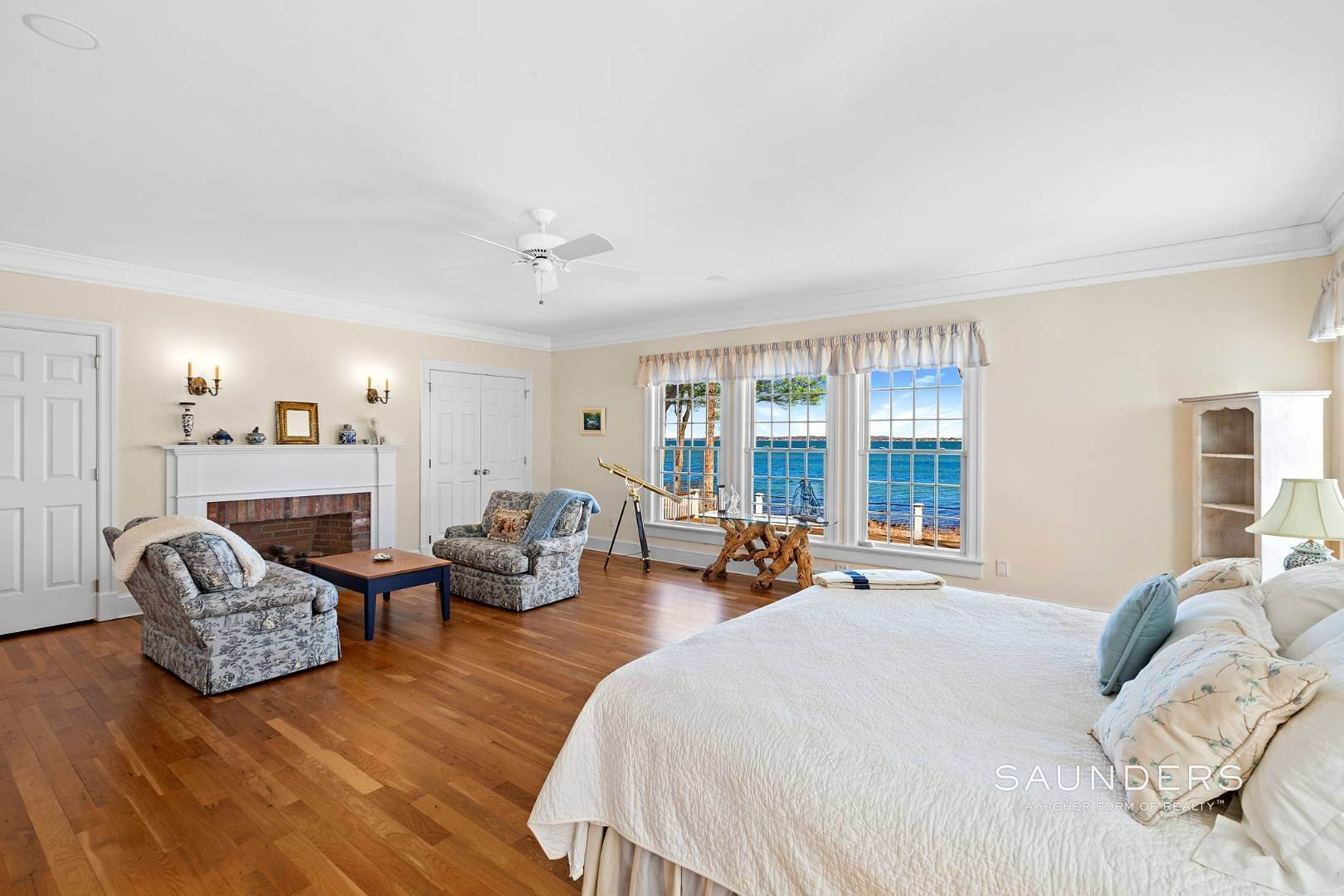 14. Single Family Homes for Sale at Shelter Island Gardiners Bay Beach House With Pool 72 Gardiners Bay Drive, Shelter Island Heights, Shelter Island, NY 11964