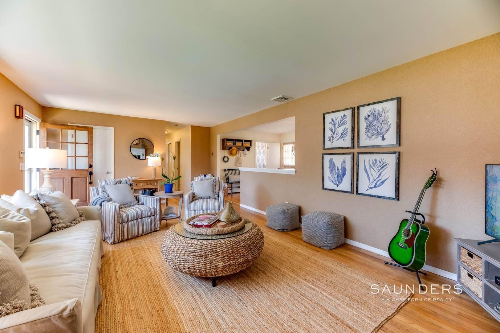 4. Single Family Homes at Firefly Cottage Southampton, Southampton Town, NY 11968