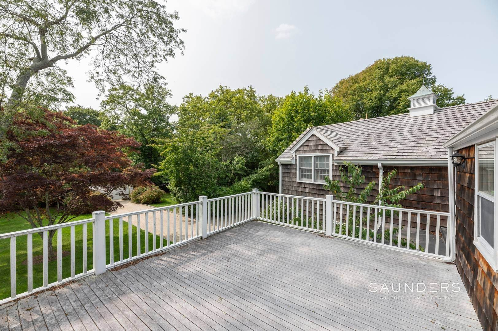19. Single Family Homes for Sale at Classic Farmhouse In Southampton Village 519 Hill Street, Southampton, Southampton Town, NY 11968