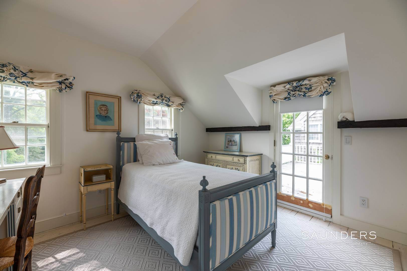 18. Single Family Homes for Sale at Classic Farmhouse In Southampton Village 519 Hill Street, Southampton, Southampton Town, NY 11968