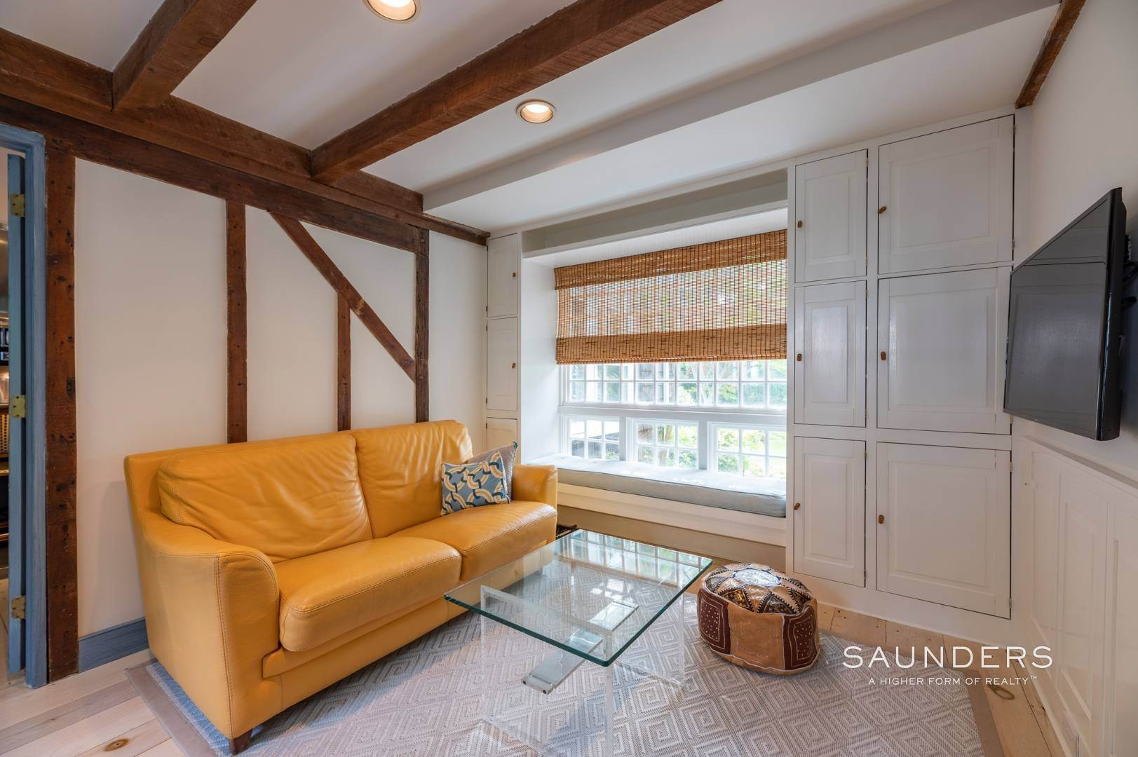 15. Single Family Homes for Sale at Classic Farmhouse In Southampton Village 519 Hill Street, Southampton, Southampton Town, NY 11968