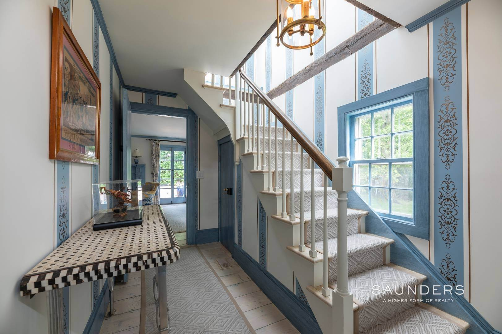 17. Single Family Homes for Sale at Classic Farmhouse In Southampton Village 519 Hill Street, Southampton, Southampton Town, NY 11968