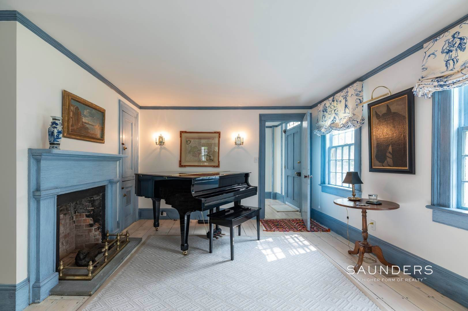 7. Single Family Homes for Sale at Classic Farmhouse In Southampton Village 519 Hill Street, Southampton, Southampton Town, NY 11968