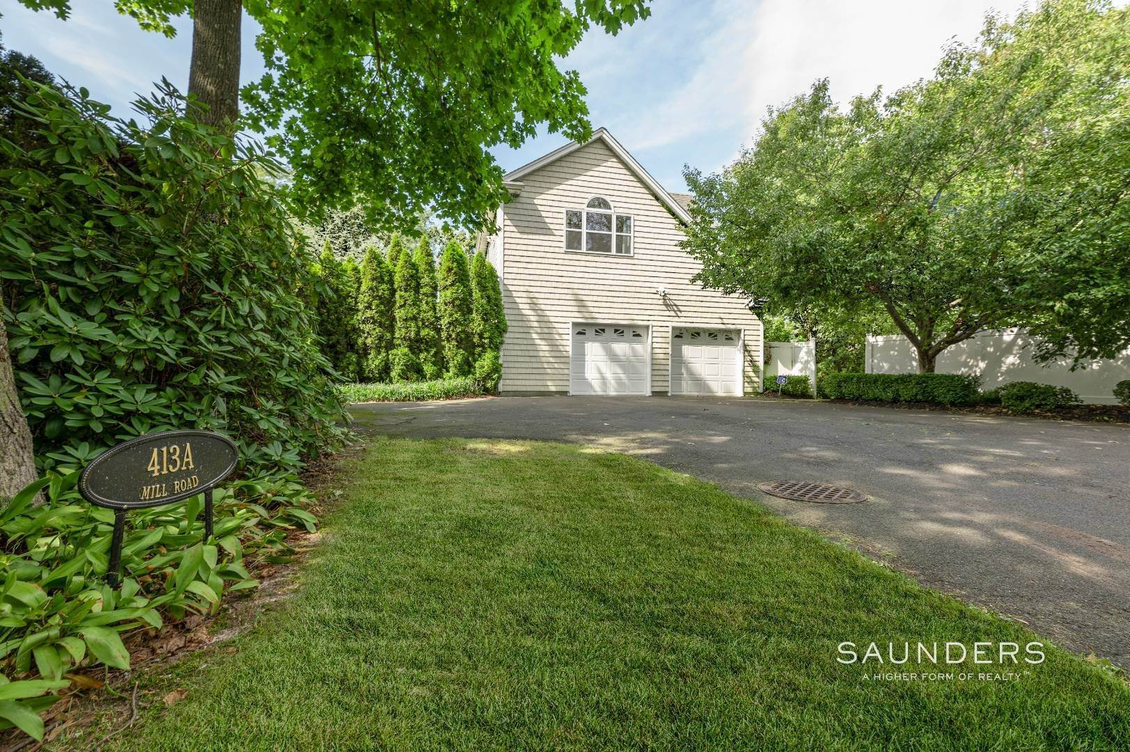 21. Single Family Homes for Sale at Spacious And Private Minutes From The Beach! 413a Mill Road, Westhampton, Southampton Town, NY 11977