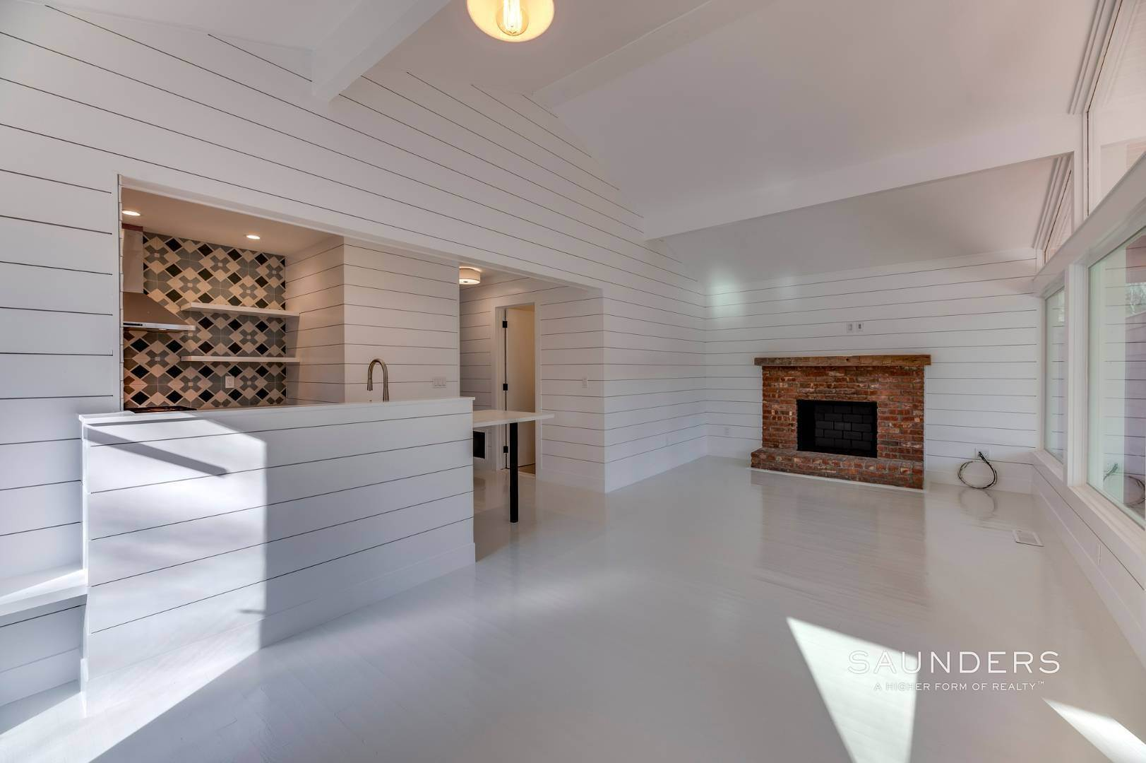 7. Single Family Homes for Sale at Modern Beach Bungalow In Clearwater Beach 49 Sherwood Lane, East Hampton, East Hampton Town, NY 11937