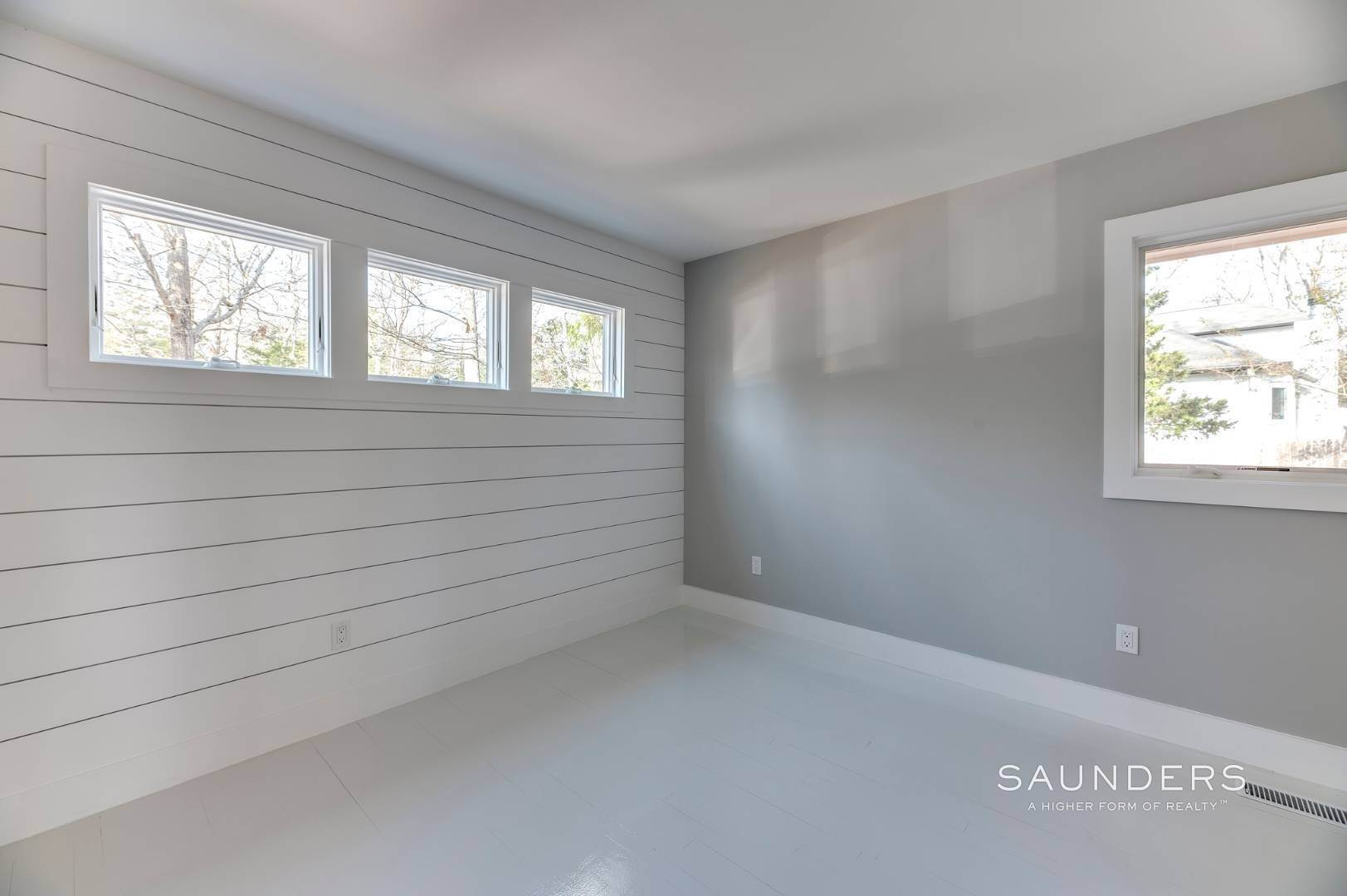 12. Single Family Homes for Sale at Modern Beach Bungalow In Clearwater Beach 49 Sherwood Lane, East Hampton, East Hampton Town, NY 11937