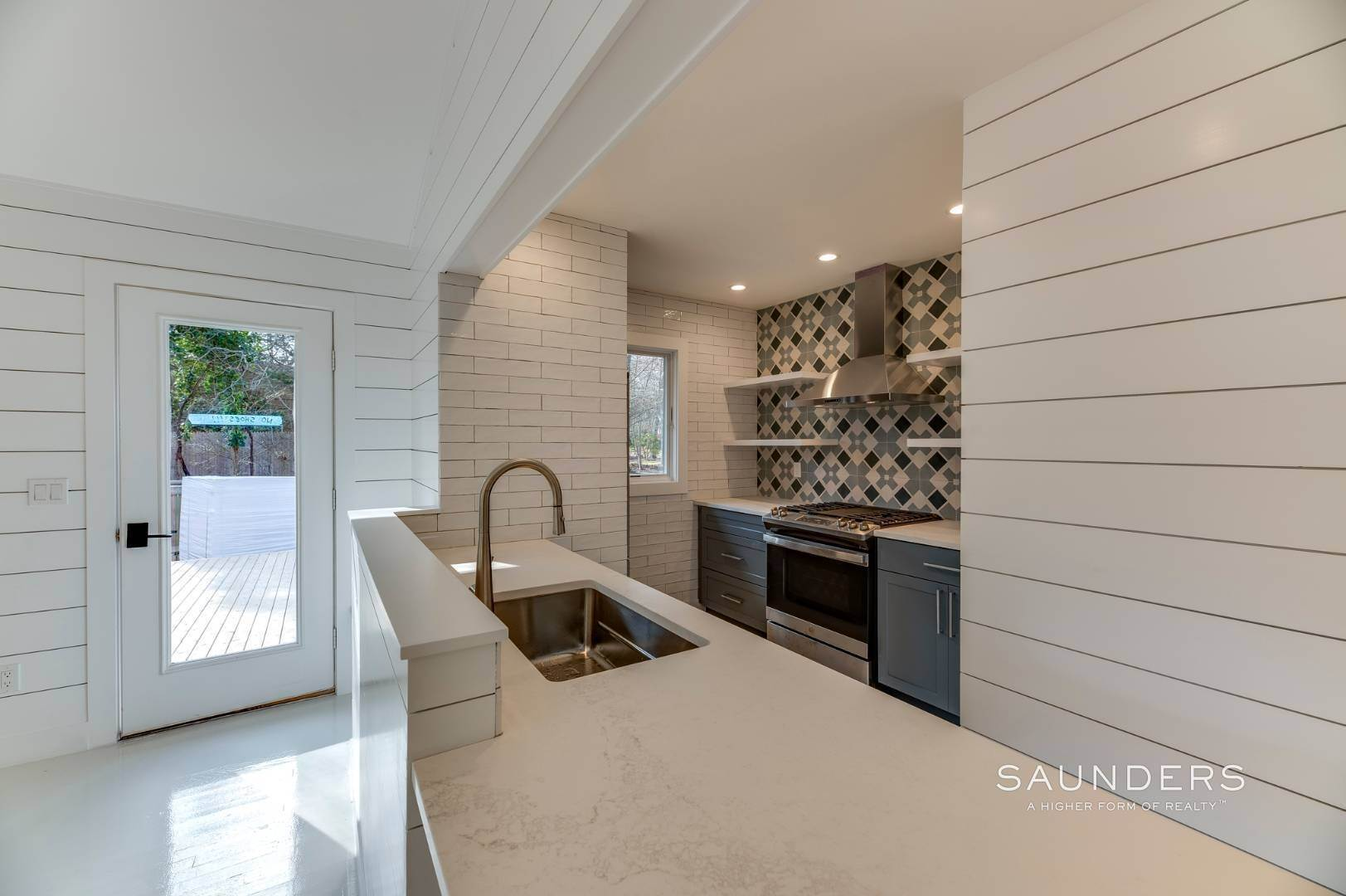 9. Single Family Homes for Sale at Modern Beach Bungalow In Clearwater Beach 49 Sherwood Lane, East Hampton, East Hampton Town, NY 11937