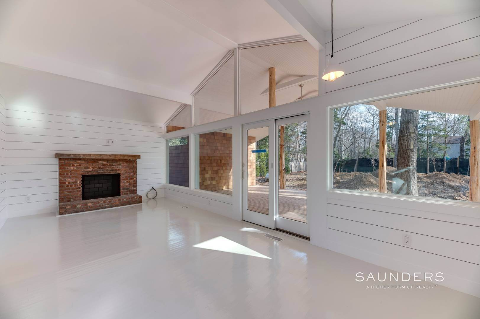 6. Single Family Homes for Sale at Modern Beach Bungalow In Clearwater Beach 49 Sherwood Lane, East Hampton, East Hampton Town, NY 11937