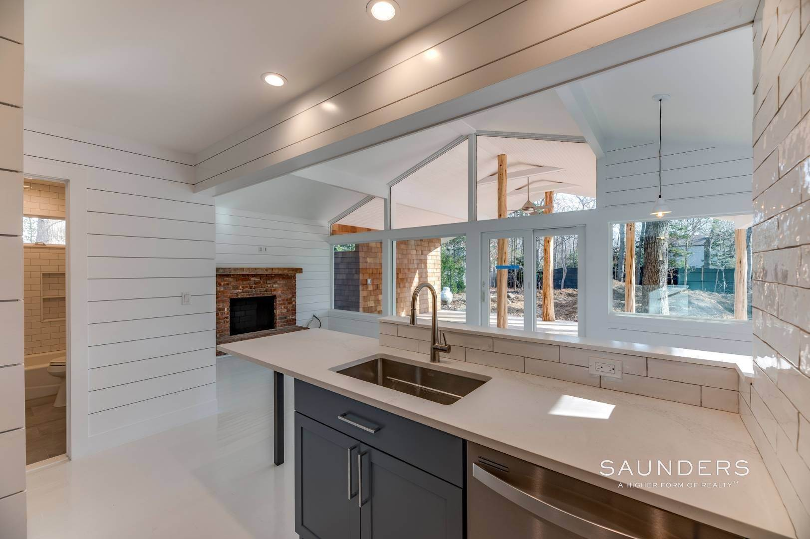 5. Single Family Homes for Sale at Modern Beach Bungalow In Clearwater Beach 49 Sherwood Lane, East Hampton, East Hampton Town, NY 11937