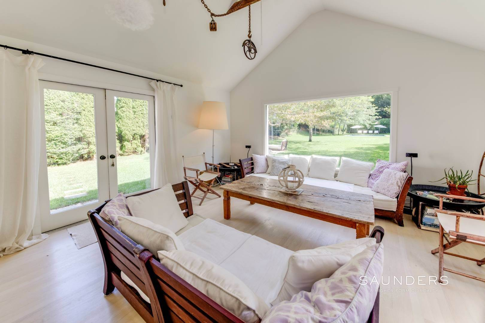 8. Single Family Homes for Sale at South Of Highway - Turnkey Charmer 136 Cove Hollow Road, East Hampton, East Hampton Town, NY 11937
