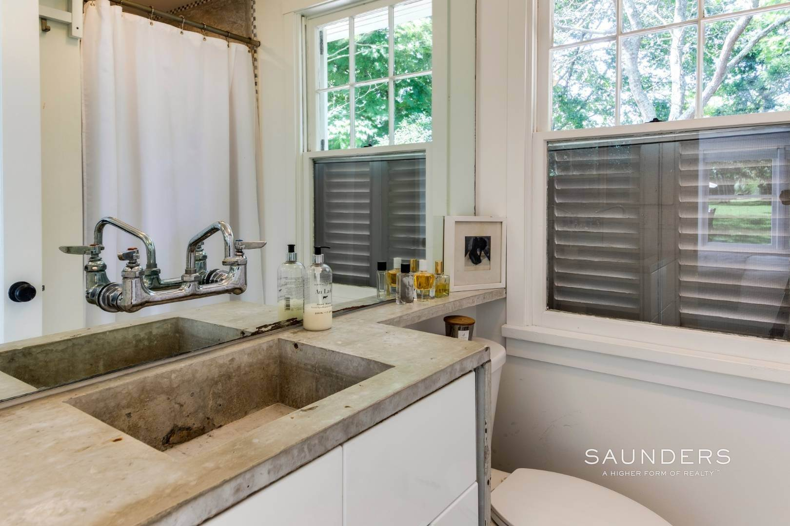 11. Single Family Homes for Sale at South Of Highway - Turnkey Charmer 136 Cove Hollow Road, East Hampton, East Hampton Town, NY 11937