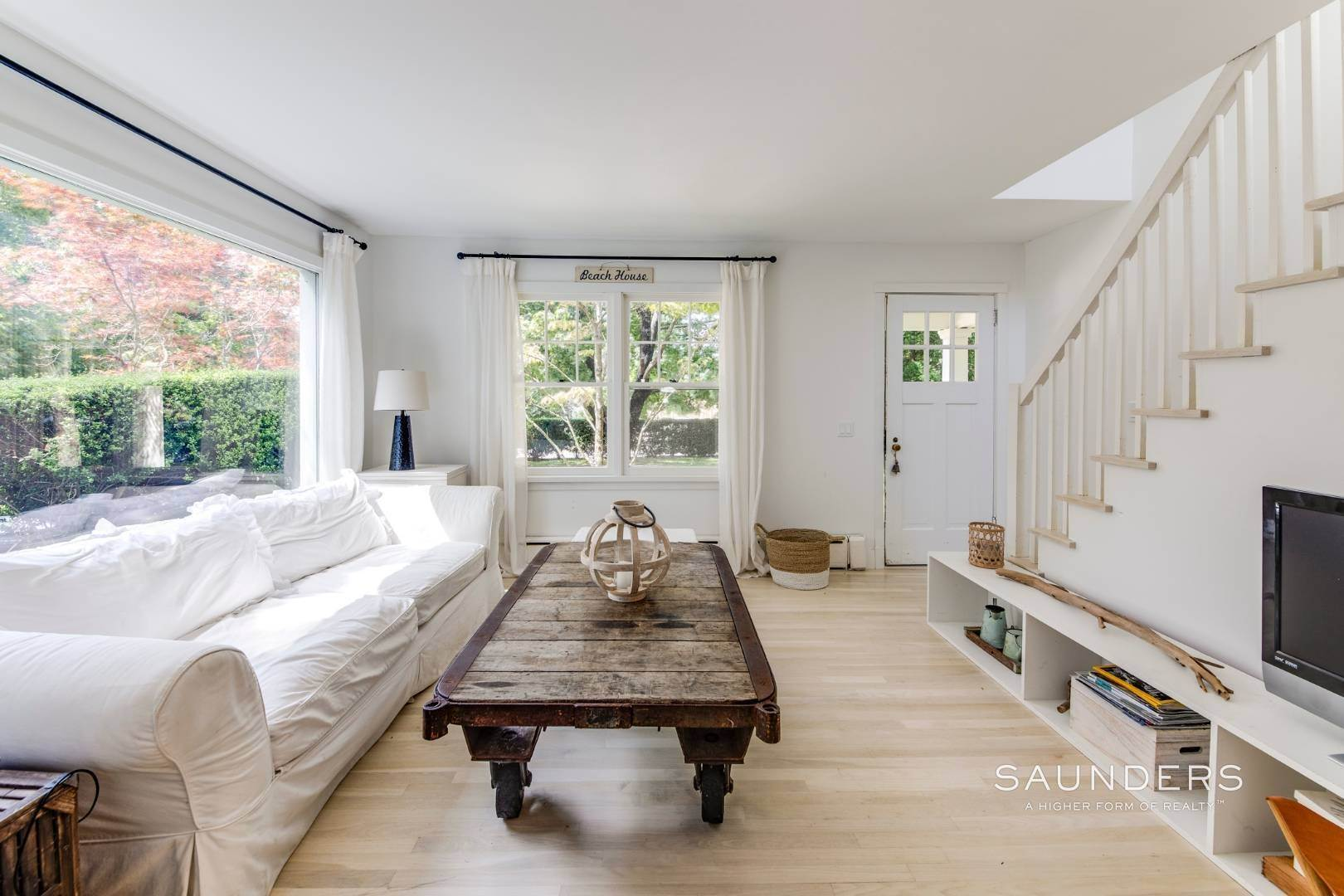 6. Single Family Homes for Sale at South Of Highway - Turnkey Charmer 136 Cove Hollow Road, East Hampton, East Hampton Town, NY 11937