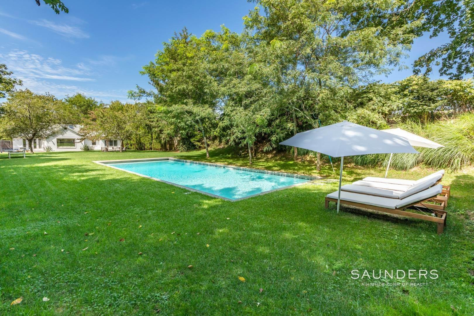 18. Single Family Homes for Sale at South Of Highway - Turnkey Charmer 136 Cove Hollow Road, East Hampton, East Hampton Town, NY 11937