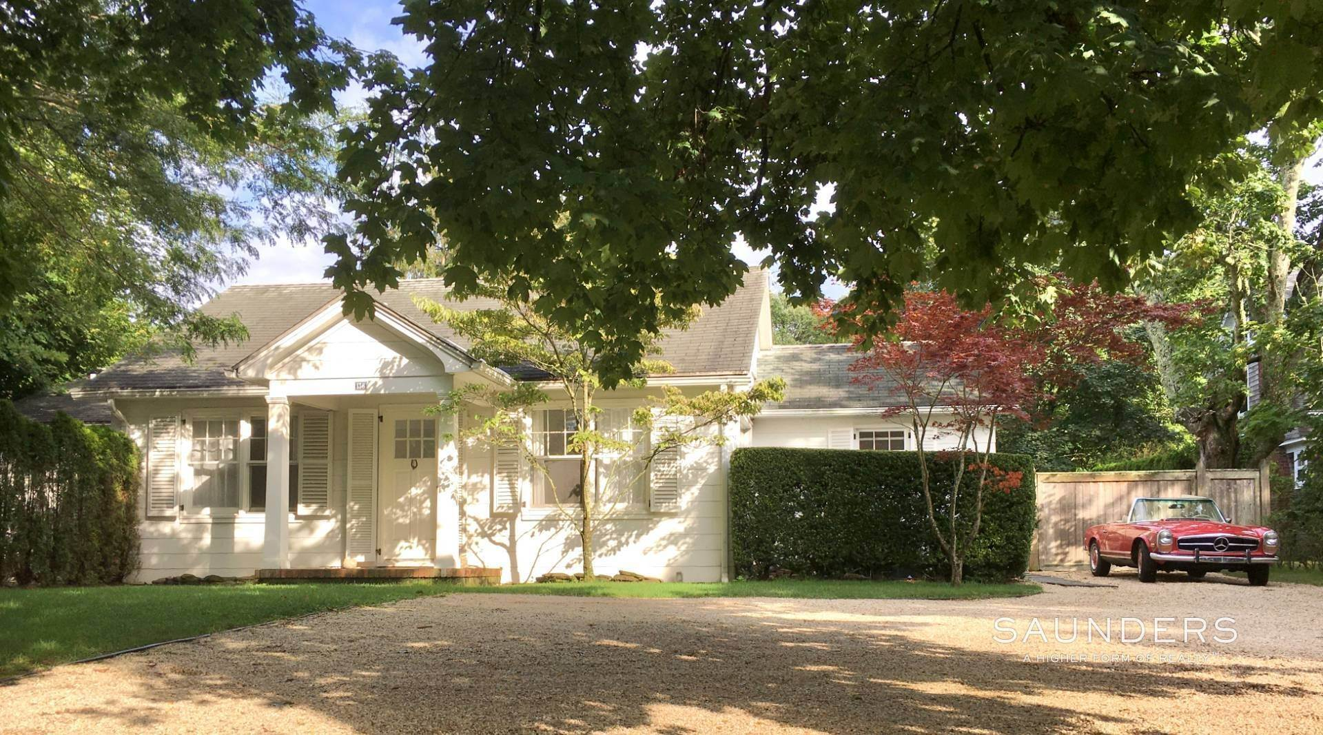 3. Single Family Homes for Sale at South Of Highway - Turnkey Charmer 136 Cove Hollow Road, East Hampton, East Hampton Town, NY 11937