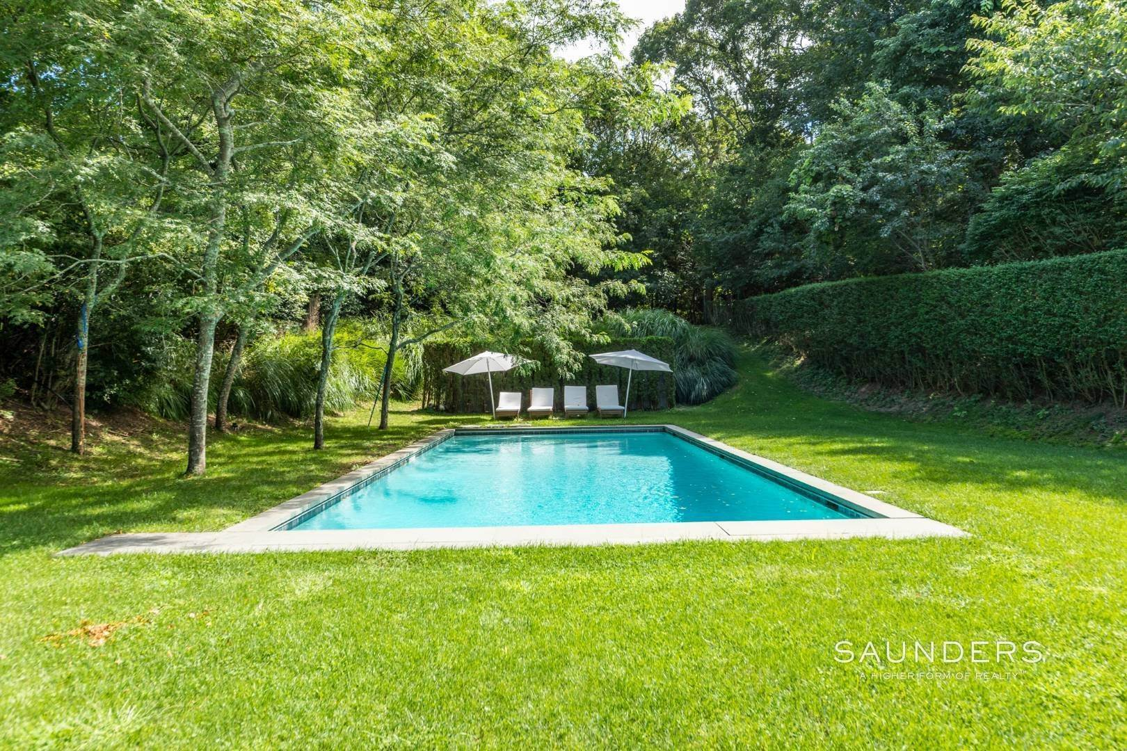 17. Single Family Homes for Sale at South Of Highway - Turnkey Charmer 136 Cove Hollow Road, East Hampton, East Hampton Town, NY 11937