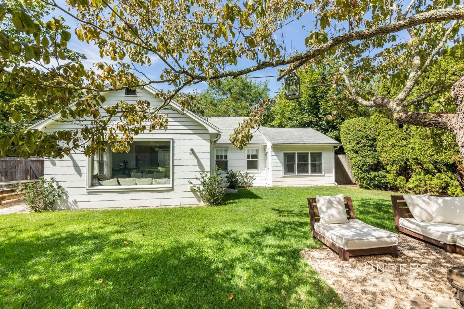 19. Single Family Homes for Sale at South Of Highway - Turnkey Charmer 136 Cove Hollow Road, East Hampton, East Hampton Town, NY 11937