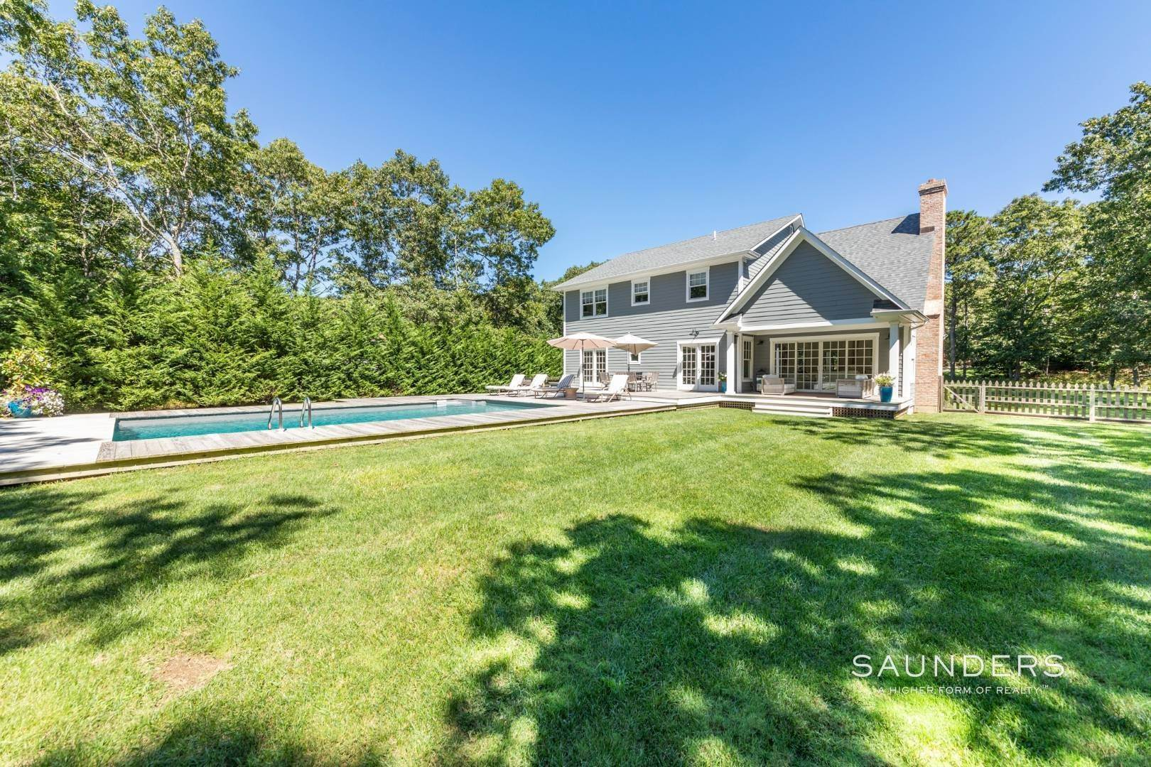 3. Single Family Homes for Sale at Pristine Traditional Home With Modern Amenities 11 Birdie Lane, East Hampton, East Hampton Town, NY 11937