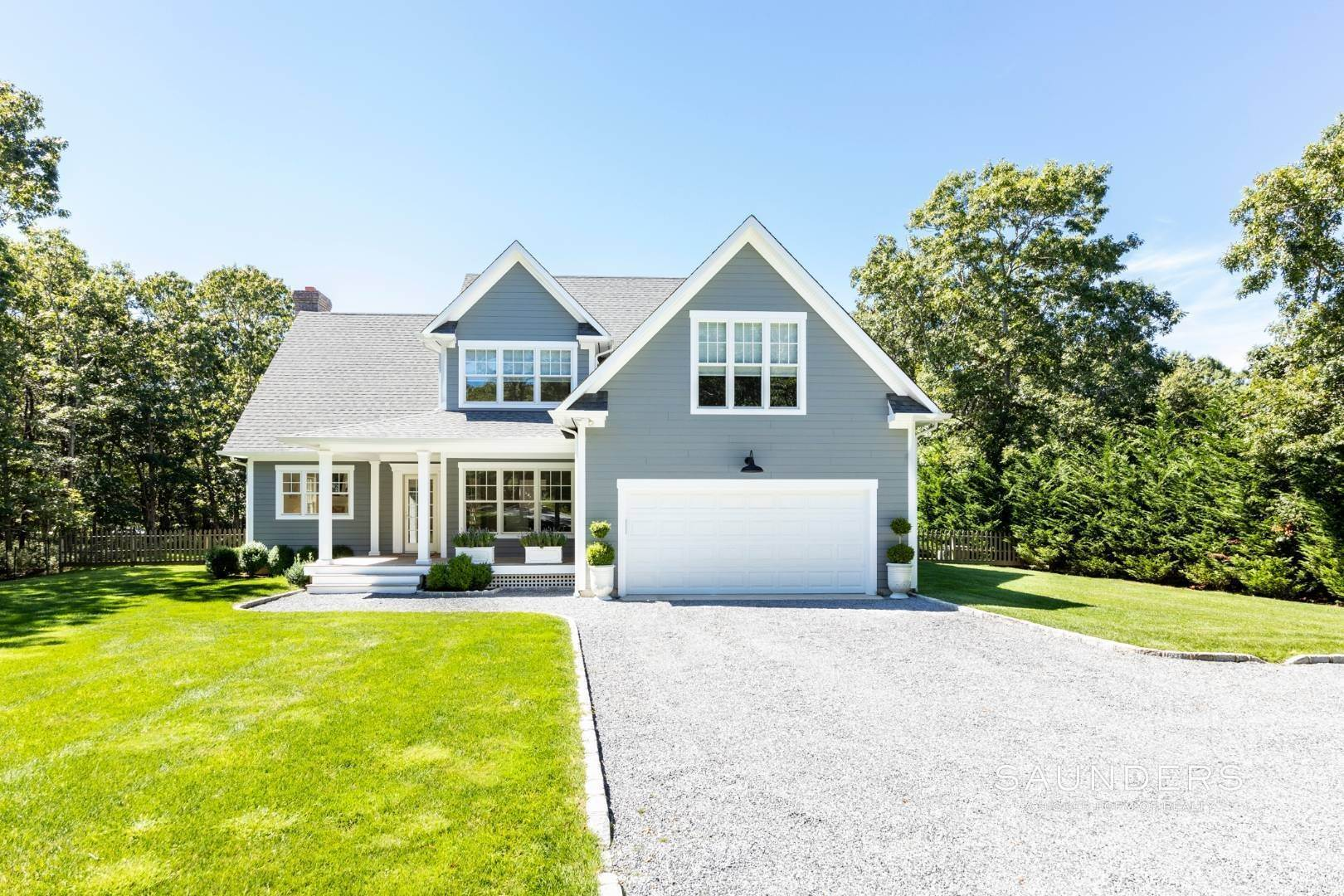 2. Single Family Homes for Sale at Pristine Traditional Home With Modern Amenities 11 Birdie Lane, East Hampton, East Hampton Town, NY 11937