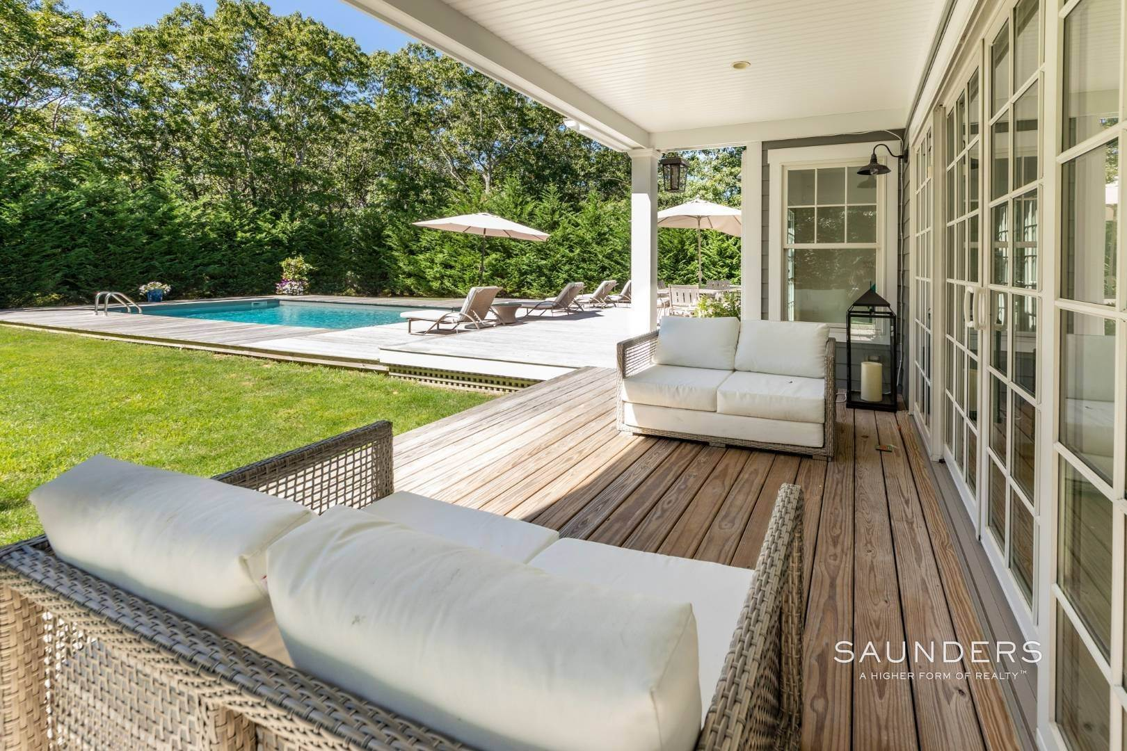 5. Single Family Homes for Sale at Pristine Traditional Home With Modern Amenities 11 Birdie Lane, East Hampton, East Hampton Town, NY 11937