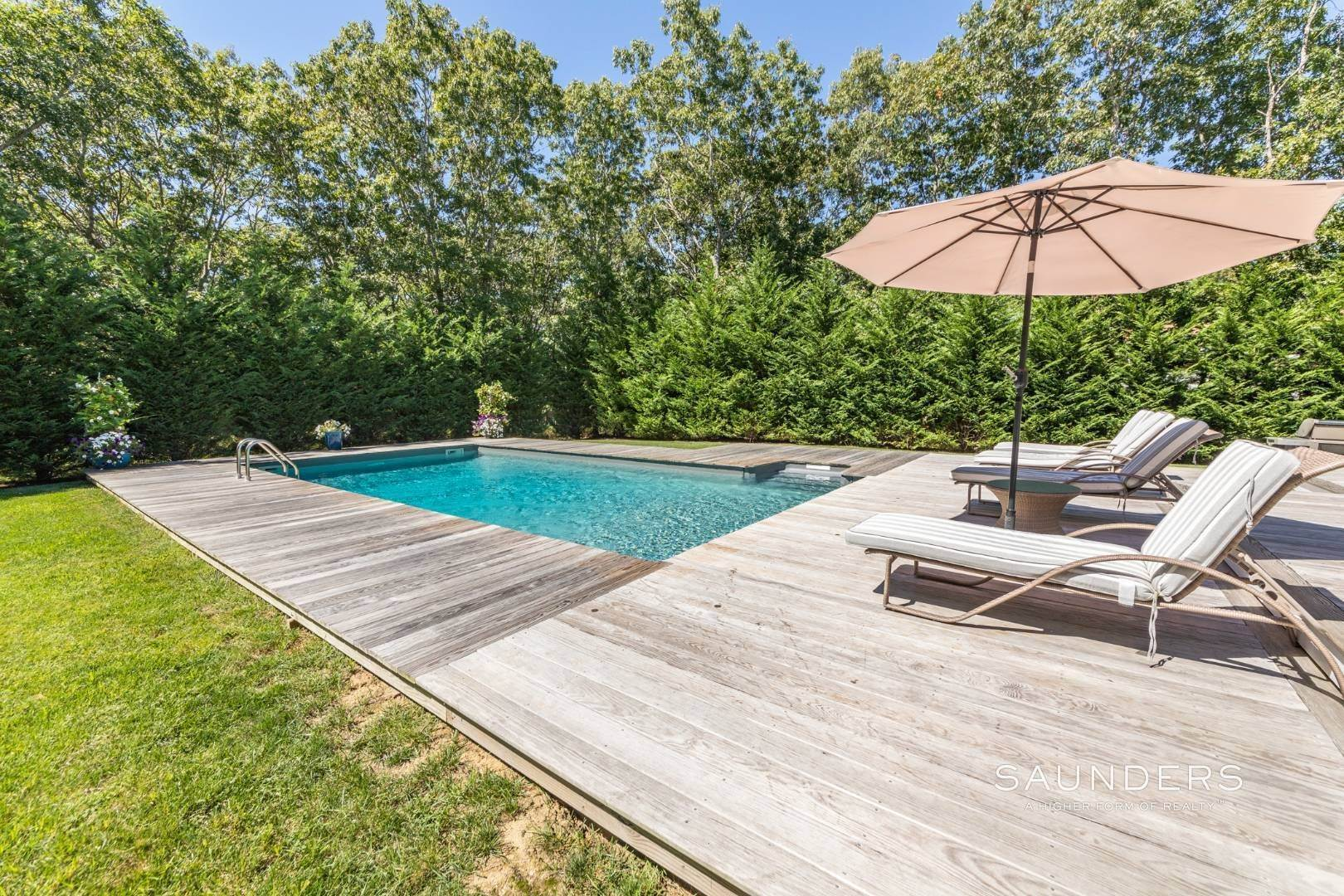 4. Single Family Homes for Sale at Pristine Traditional Home With Modern Amenities 11 Birdie Lane, East Hampton, East Hampton Town, NY 11937