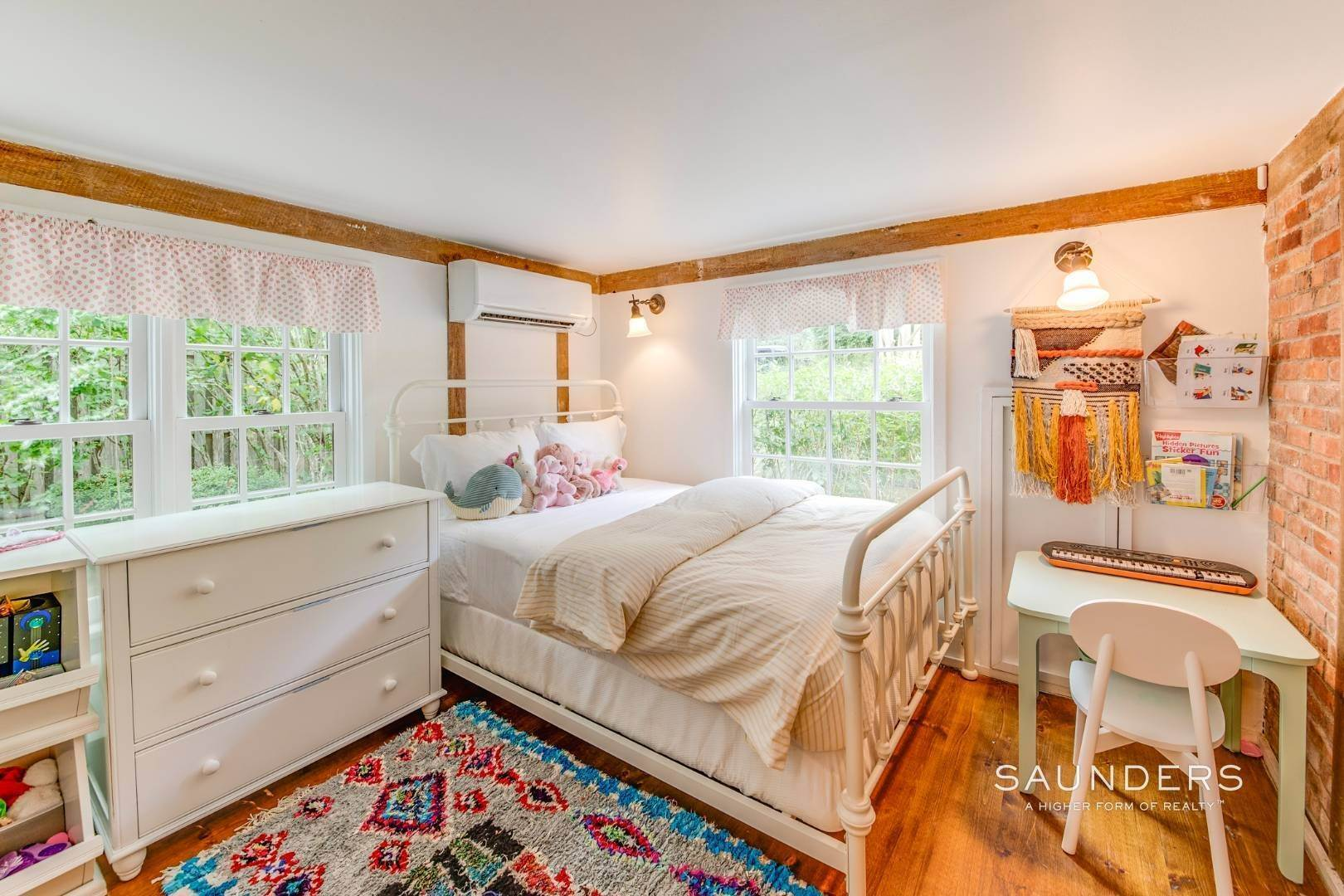 12. Single Family Homes at Stylish Scheffer Cottage In The Dunes 4 Wyandanch Lane, Amagansett, East Hampton Town, NY 11930