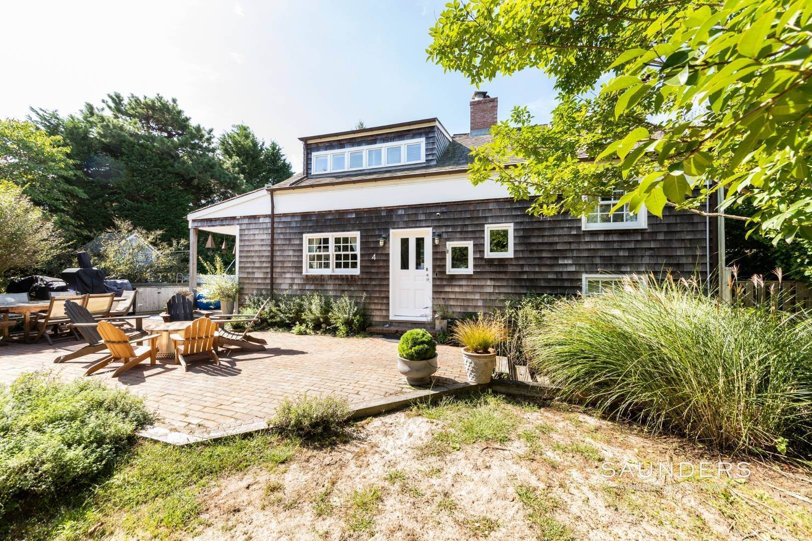 22. Single Family Homes at Stylish Scheffer Cottage In The Dunes 4 Wyandanch Lane, Amagansett, East Hampton Town, NY 11930