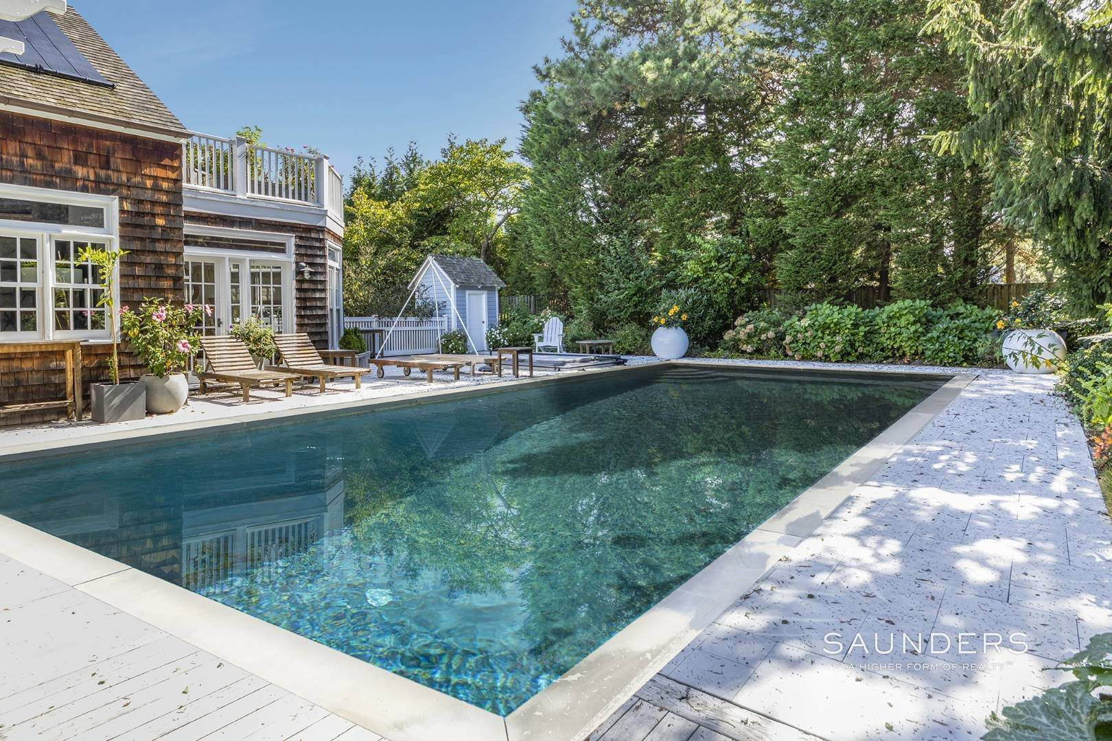 20. Single Family Homes at Stylish Scheffer Cottage In The Dunes 4 Wyandanch Lane, Amagansett, East Hampton Town, NY 11930