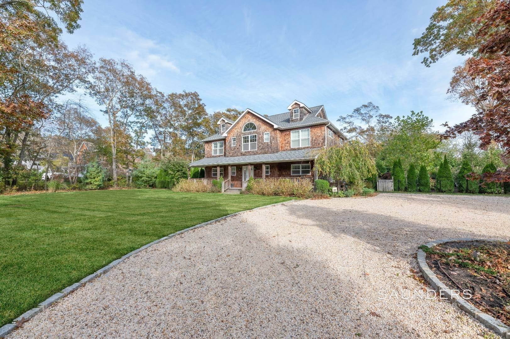 21. Single Family Homes for Sale at Near The Village And Beaches Of Southampton 64 Sandy Hollow Road, Southampton, Southampton Town, NY 11968