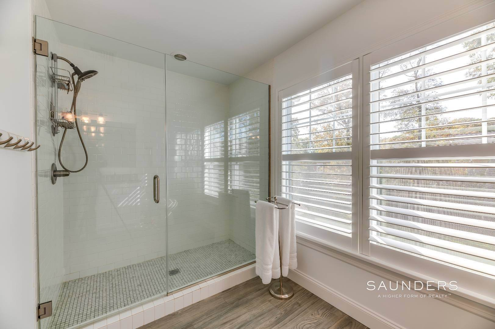 16. Single Family Homes for Sale at Near The Village And Beaches Of Southampton 64 Sandy Hollow Road, Southampton, Southampton Town, NY 11968