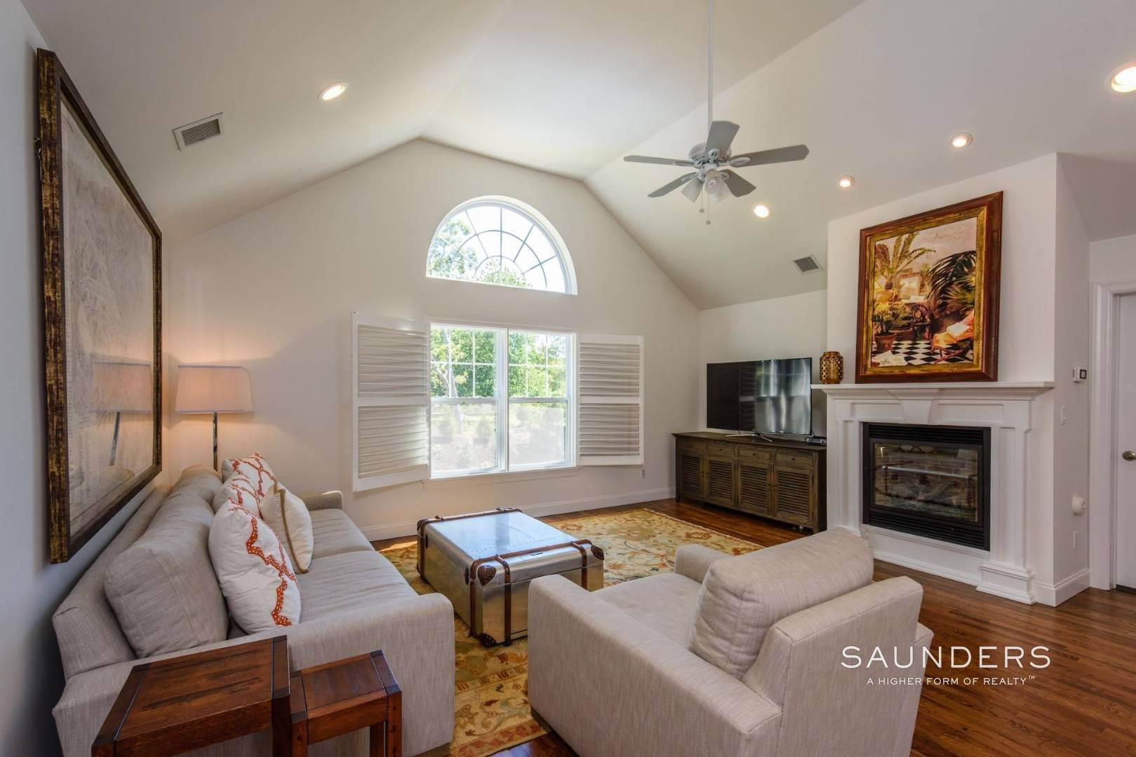 17. Single Family Homes for Sale at Near The Village And Beaches Of Southampton 64 Sandy Hollow Road, Southampton, Southampton Town, NY 11968